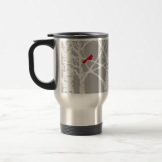 Kardinal på trädgren. Travel mug. Durable. Resemugg