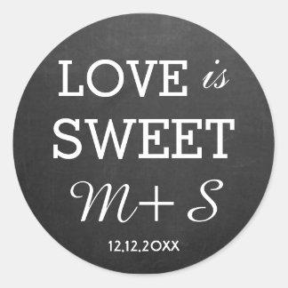 Kärlek är den söta monogramen för den svart tavlan runt klistermärke