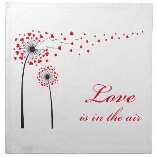 Kärlek är i luften, maskros med röda hjärtor tygservett