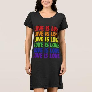 kärlek är kärlek tee shirt