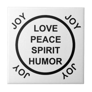 Kärlek fred, anden, humorn, glädje - belägga med t kakelplatta