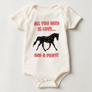 Kärlek och en ponny krypdräkt