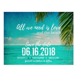 Kärlek och strandbröllop spara datumvykortet vykort