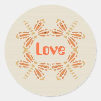 Kärlek, sländor i orange & solbränna på svart runt klistermärke