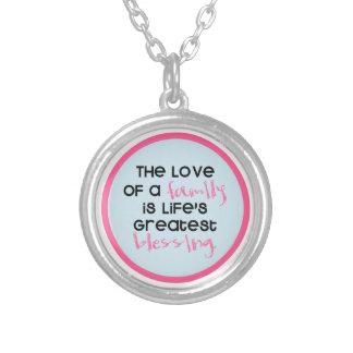 Kärleken av en familj är liv mest underbara välsig halsband med rund hängsmycke