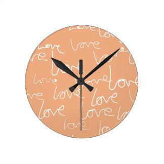 kärlekklotter rund klocka