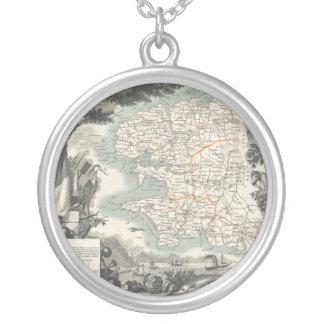 Karta av den franska avdelningen av Finistere Silverpläterat Halsband