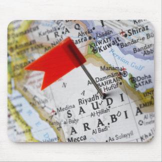 Kartan klämmer fast förlagt i Riyadh, Saudiarabien Musmattor