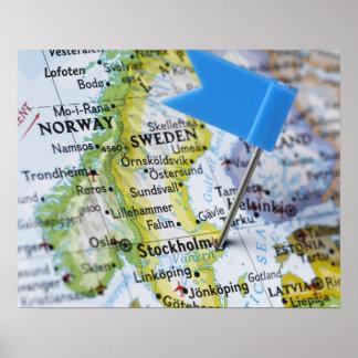 Kartan klämmer fast förlagt på Stockholm, sverige  Posters