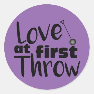 Kast för kärlek först, bultar kastklistermärkear runt klistermärke