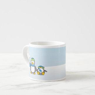 Kasta snöboll pingvin espressomugg