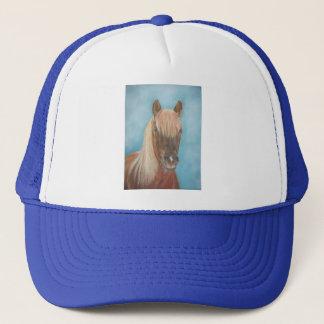 kastanjebrun mare med den equine konsthästen för keps