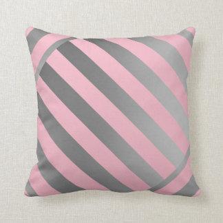 KastKudde-Design i rosa- & gråttrandar Kudde