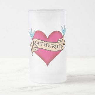Katherine - beställnings- hjärtatatueringT-tröja & Frostat Ölglas