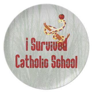 Katoliken skolar överlevanden tallrik