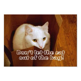 Katt i hänga lösöverrrakningfödelsedagsfest kort för inbjudningar