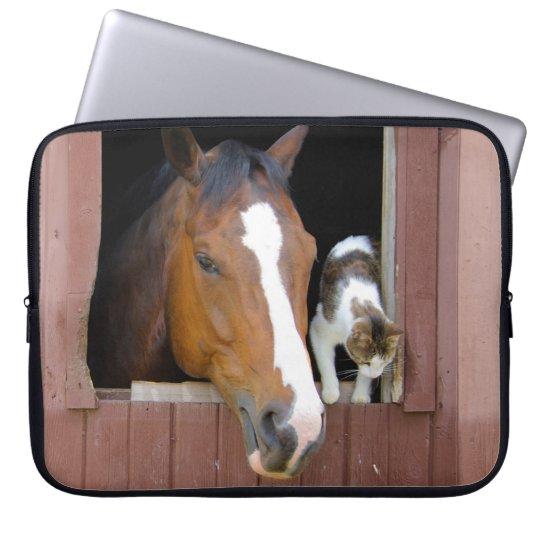 Katt och häst - hästranch - hästälskare laptop sleeve