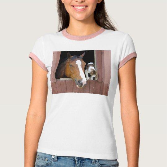 Katt och häst - hästranch - hästälskare tee shirts