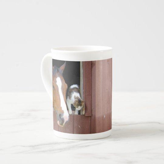 Katt och häst - hästranch - hästälskare tekopp