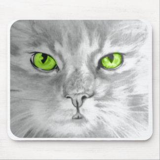 Katten med grönt synar mousepadkonst vid sången Ze Musmatta