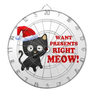 Katten önskar julklappar som höger jamar darttavlor