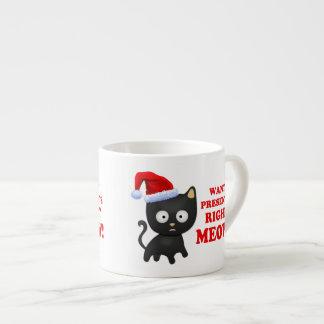 Katten önskar julklappar som höger jamar espressomugg