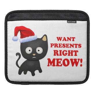 Katten önskar julklappar som höger jamar iPad sleeve