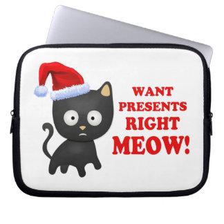 Katten önskar julklappar som höger jamar laptopskydd fodral