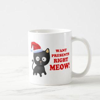 Katten önskar julklappar som höger jamar vit mugg