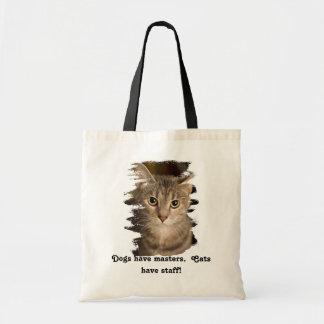 Katter har att bemanna tygkasse