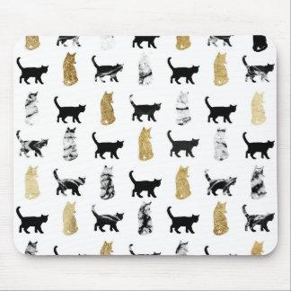 Kattungar i guld- och svartvit marmor musmatta
