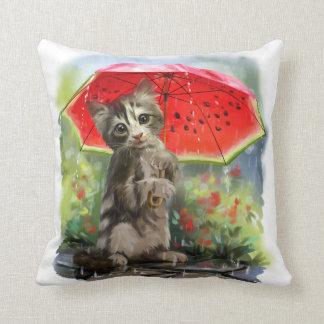 Kattunge rymmer ett rött paraply kudde
