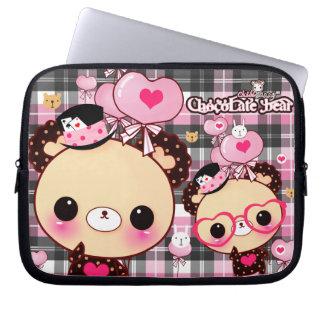 Kawaii björn med hjärtaexponeringsglas och ballong laptop fodral