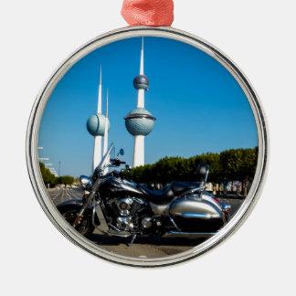 Kawazaki Nomad på Kuwait torn Julgransprydnad Metall