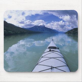 Kayaking på avsluta avslutar av den Azure sjön i b Musmatta