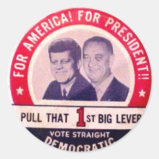 Kennedy och Johnson kampanj Runt Klistermärke