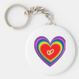 Keychain med regnbågehjärtor och 2 vigselringar rund nyckelring