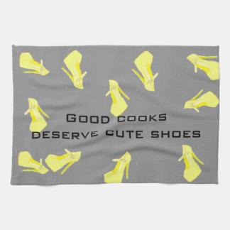 Kickhälet skor gultgrått kökshandduk