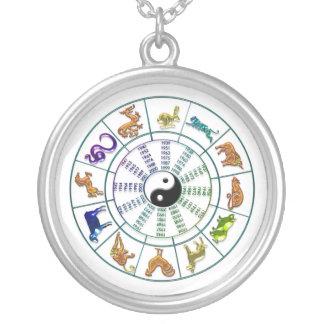 Kinesisk Zodiac rullar halsbandet Silverpläterat Halsband