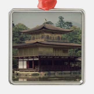 Kinkaku tempel som är hängivet till minnet julgransprydnad metall