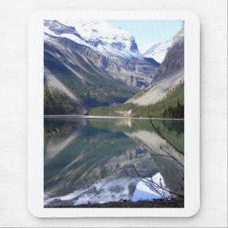 Kinney sjön på Mt Robson parkerar Musmatta