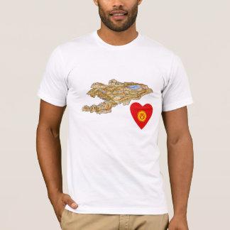 Kirgizistanflaggahjärta och kartaT-tröja Tee