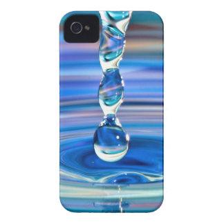 Klart blåttvatten tappar att flöda iPhone 4 skal