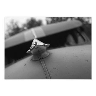 Klassikerbilen fotograferar, svartvitt fototryck