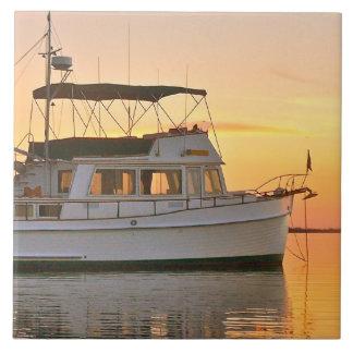 Klassikertusen dollar packar ihop trawleren på sol kakelplatta