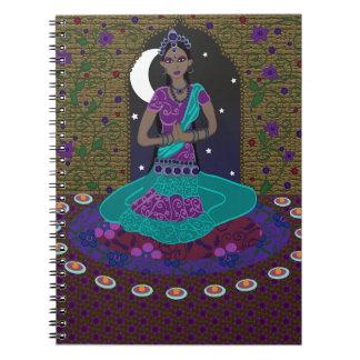 Klassisk indisk dansareanteckningsbok anteckningsbok med spiral