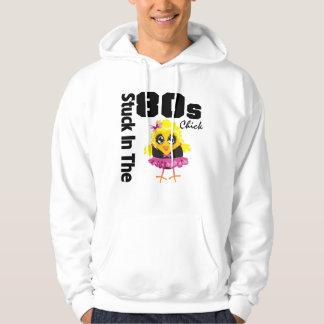Klibbat i 80-talchicken sweatshirt med luva