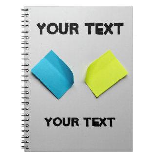 Klibbigt notera anteckningsbok med spiral