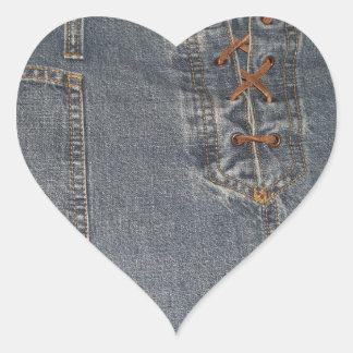 Klistermärke för hjärta för Denium tygbakgrund