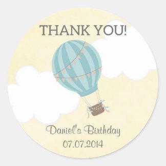 Klistermärkear för luftballongfödelsedagtack runt klistermärke